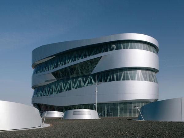 Tour 2: Mercedes-Benz-Museum